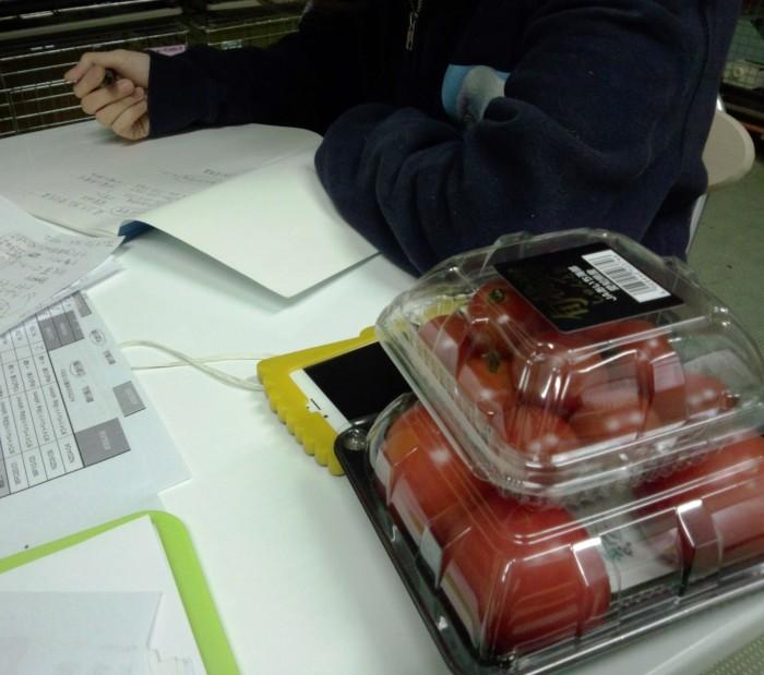トマトがエサの篠原さんです。安上がり~~~~笑