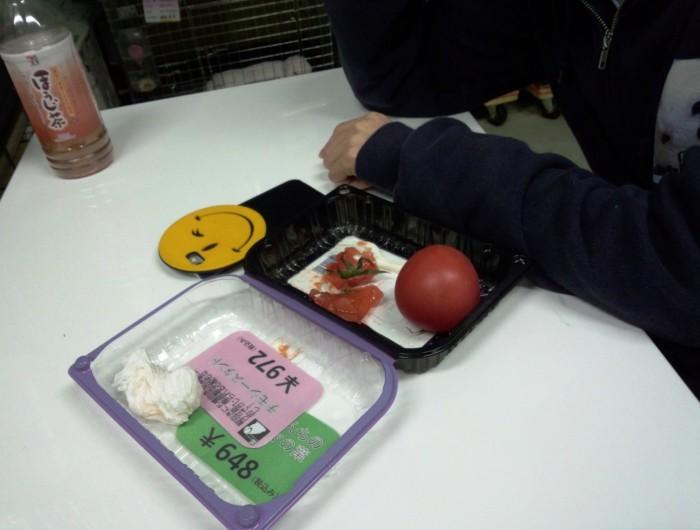トマト中毒の篠原さんですが、トマトの食べ方が○○○○でした。笑 横で店主は、はき掃除してるに~笑って載せてだそうです。笑 明日4時起きガンバレ!!!!