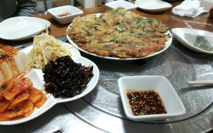 韓国のおばちゃんが1人でやっていて大変そうでした。今後も行きたくなる感じのお店でした。