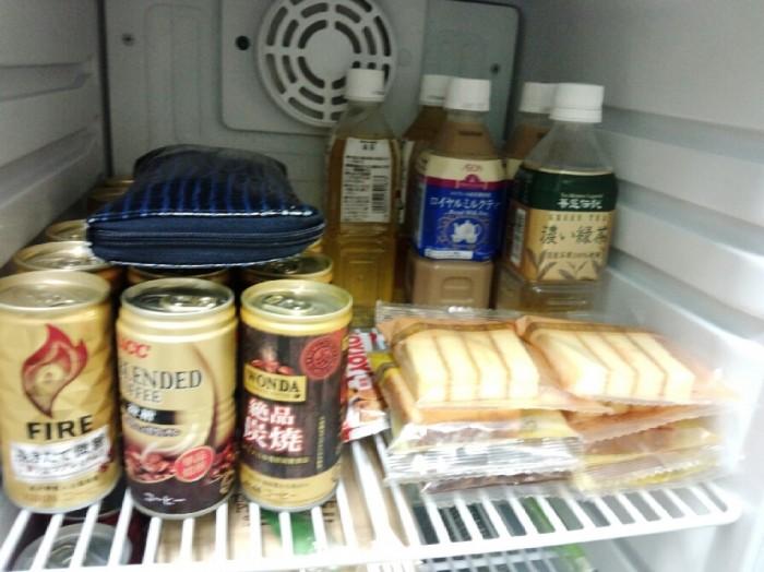 ポイントカードで重いので冷蔵庫に財布をしまってる店主です。笑 (万券だったらいいのに~)笑